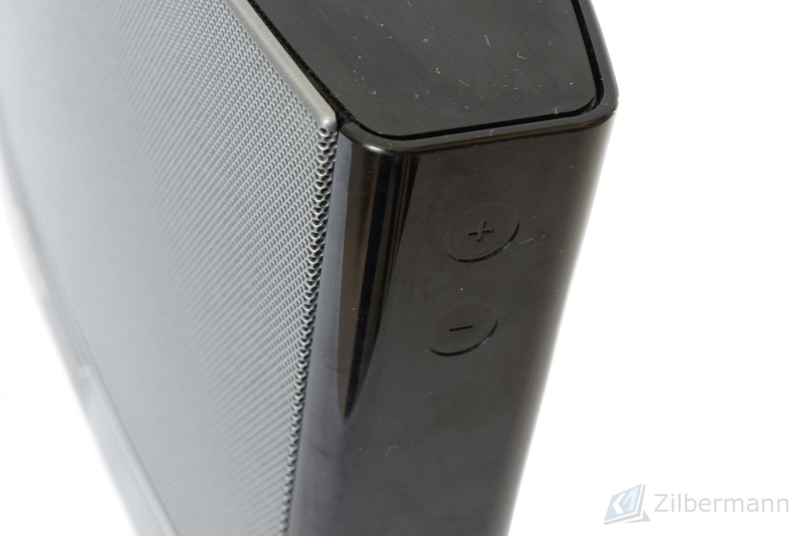 Bose_SoundDock_Portable_Digital_Music_System_05