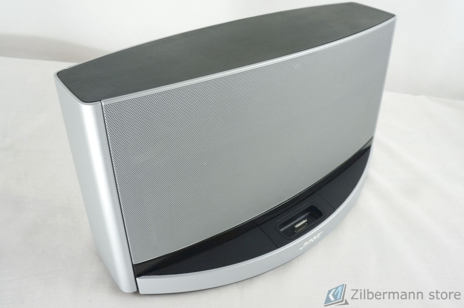 Bose_SoundDock_10_Digital_Music_System_03