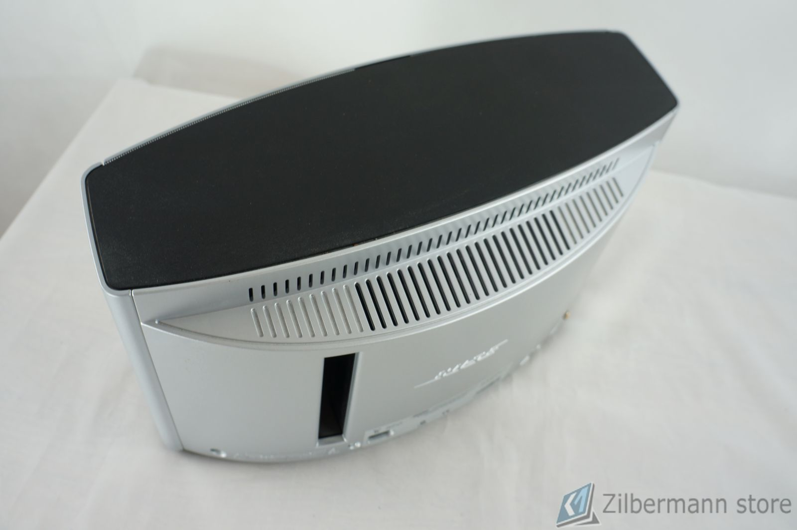 Bose_SoundDock_10_Digital_Music_System_06