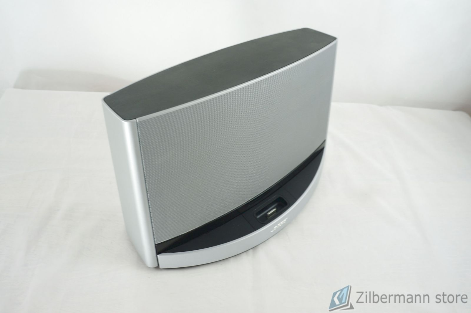 Bose_SoundDock_10_Digital_Music_System_07