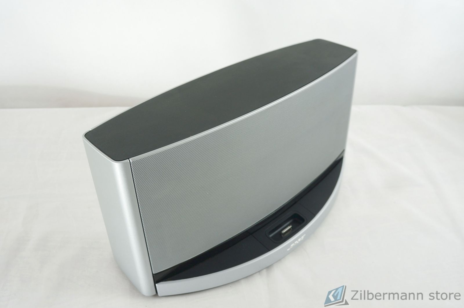 Bose_SoundDock_10_Digital_Music_System_08