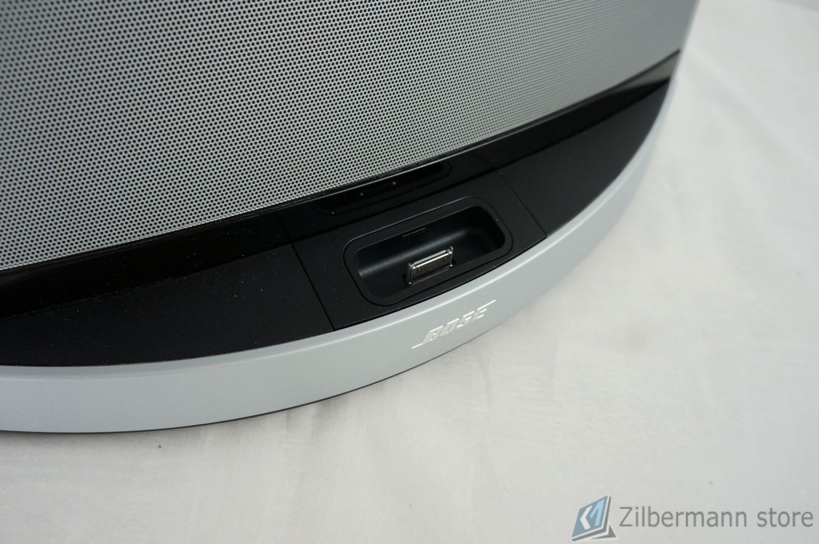Bose_SoundDock_10_Digital_Music_System_09
