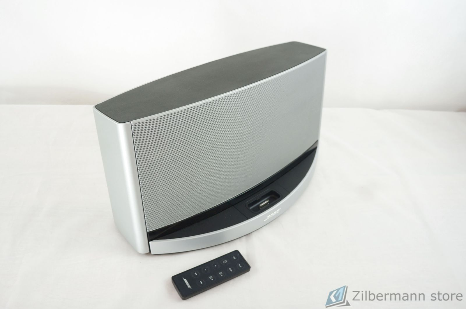 Bose_SoundDock_10_Digital_Music_System_10